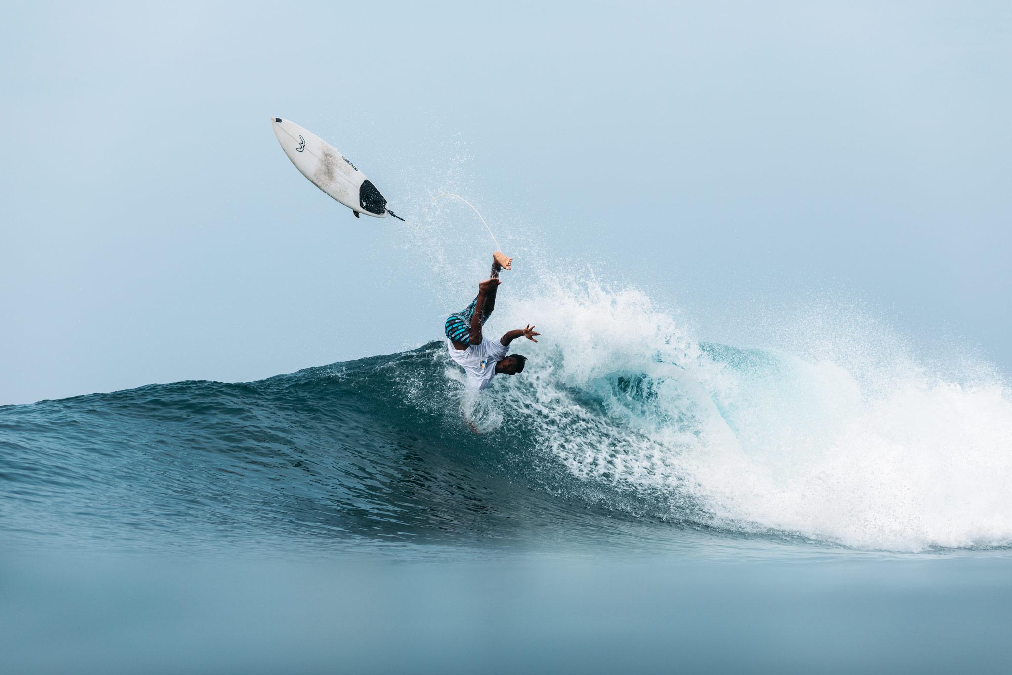 surf-wipeout-hikkaduwa