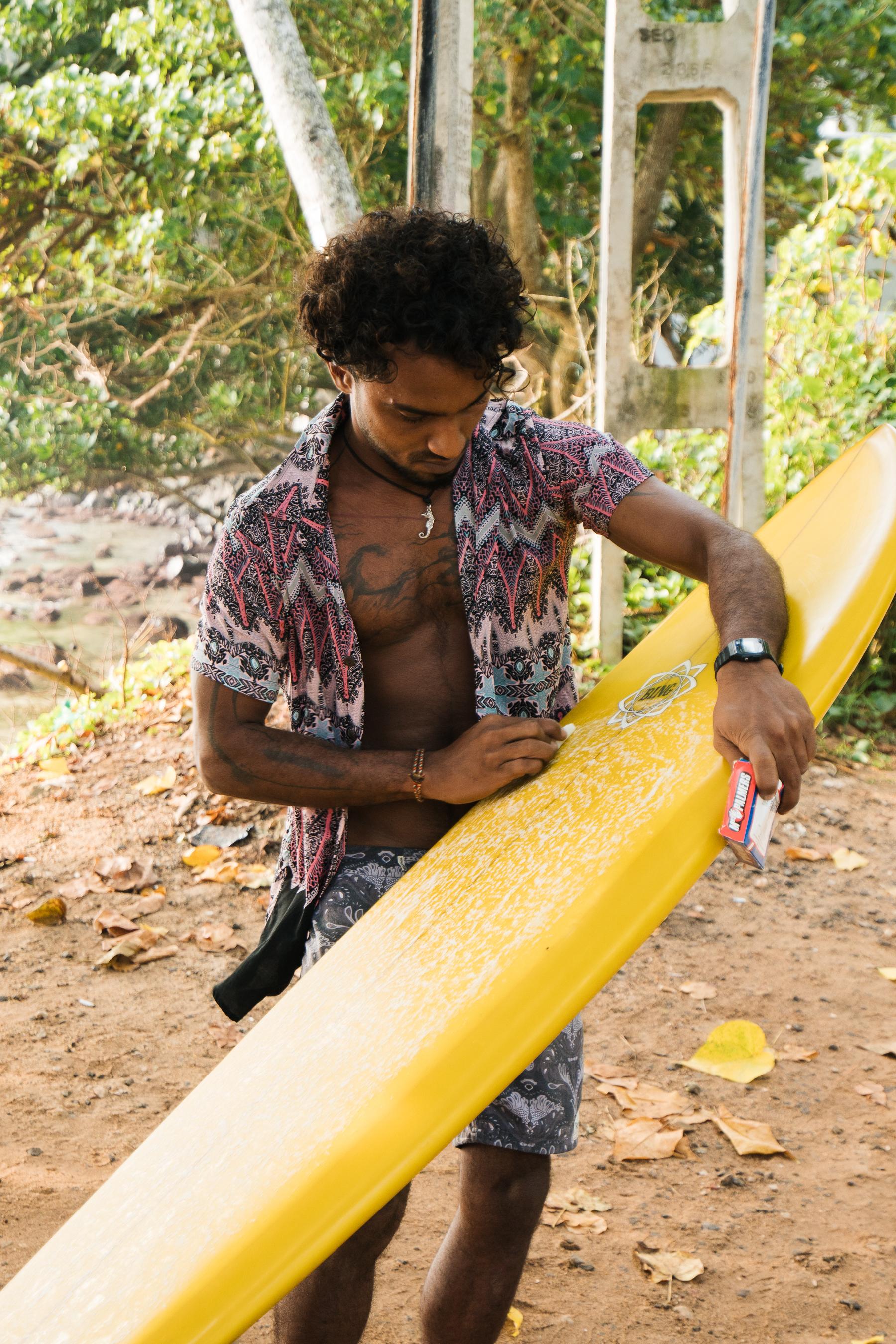 waxing-surfboard