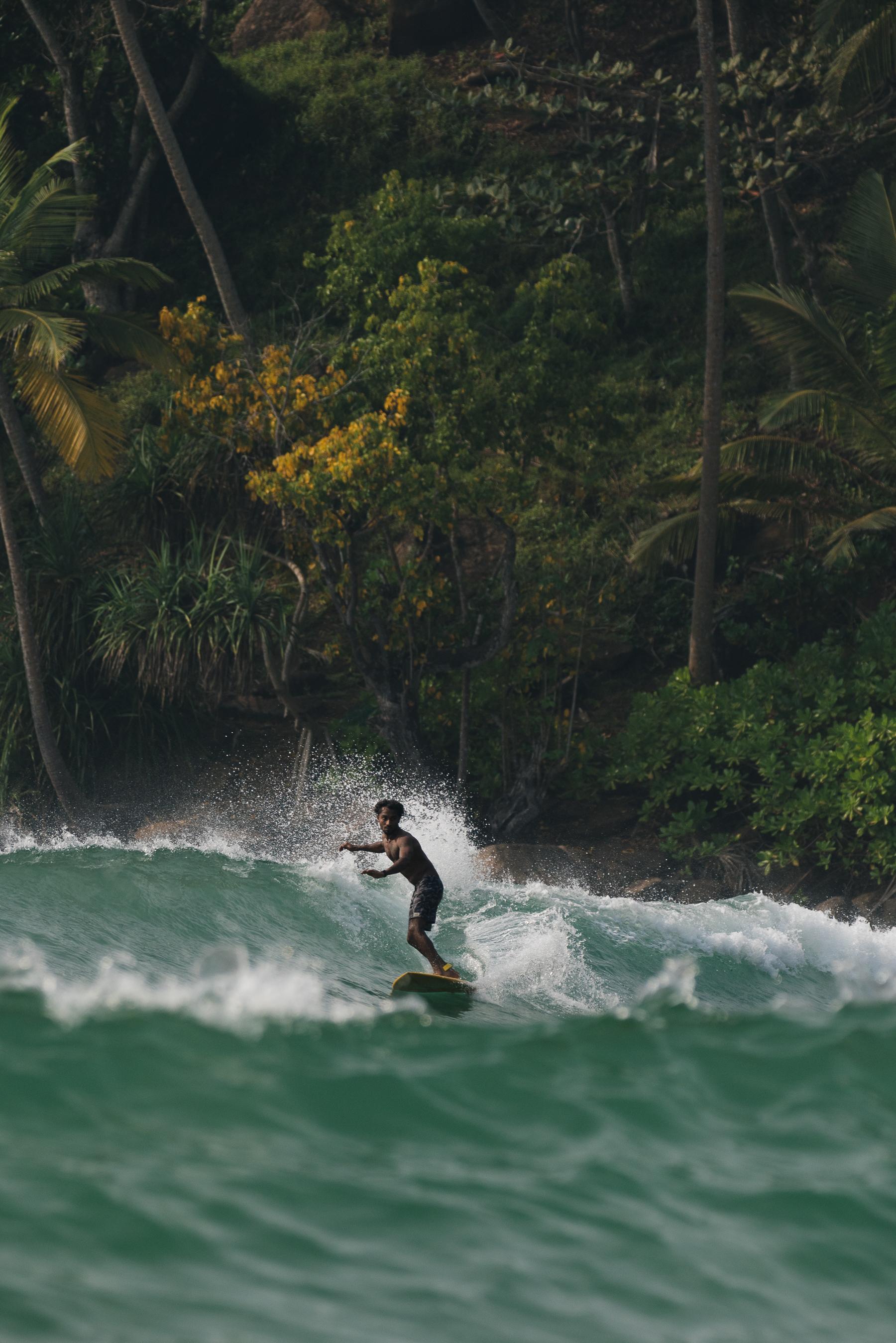 surfer-mirissa-sri-lanka